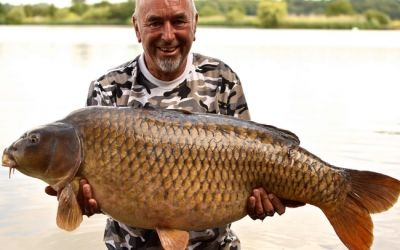 Alan Dack with the awesome Mommon - 48lb 8oz